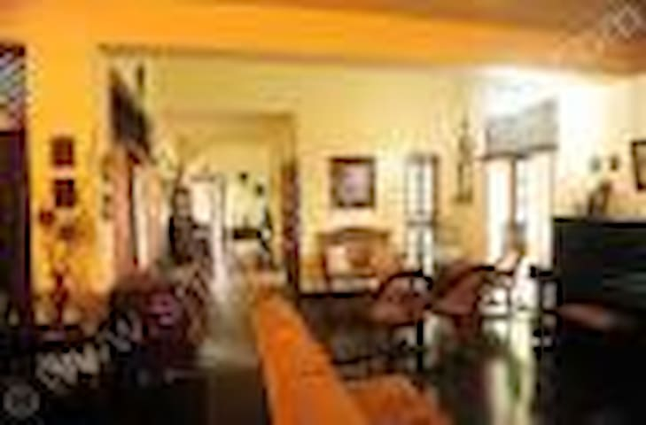 Home Stay Unit  ( DENDROBIUM) - Katunayake - Bed & Breakfast