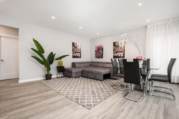 Luxury large fully renovated lower duplex (16ppl)