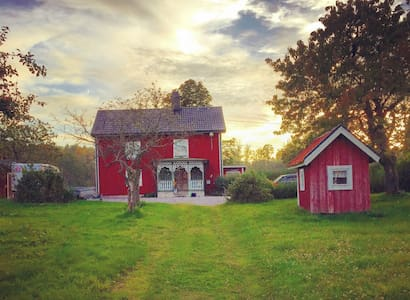 1800s farm house for whole family - Gamleby