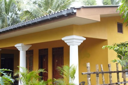Banana Leaf Guestrooms 2 - Bed & Breakfast