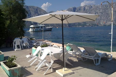 Seafront 2- BDR apartment,5m beach,6km to Kotor - Kotor - อพาร์ทเมนท์