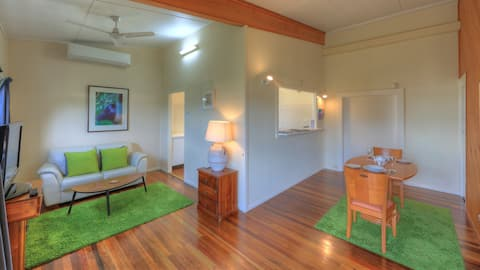 Village Stays - Coldstream Gallery Apartment
