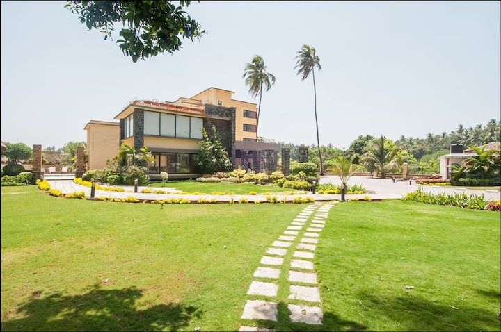 """""""The sprawling villa """"luxury property near nagaon"""