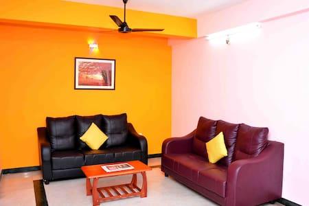 Luxurious  Family Suit Apartment, Greams Road - Chennai - Apartament