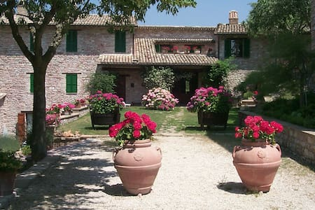 "Holiday House of Assisi - Apartements ""Il Rustico"""