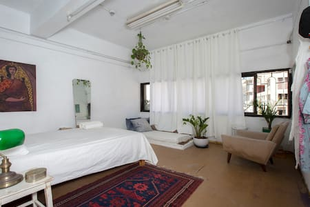 Alma Beach Guesthouse - Private Room E10 - Tel Aviv-Yafo