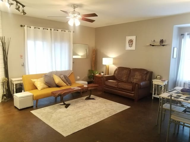 2 BR Condo 2 miles from the heart of downtown ATX