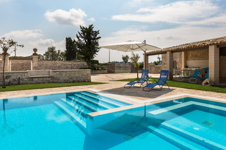 """Sicily Country House """"Terre Dei Gelsi"""".."""