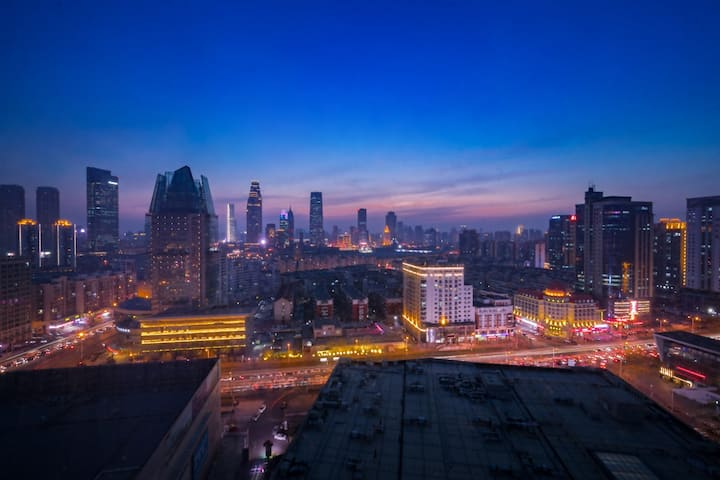 长租特惠-地铁2号线100米-大型商场20米-大型超市100米-周边景点多-复式双卫-干净整洁