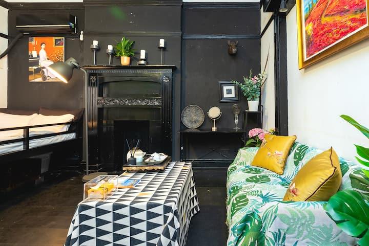 瑞金二路永恒的黑色经典风格老洋房