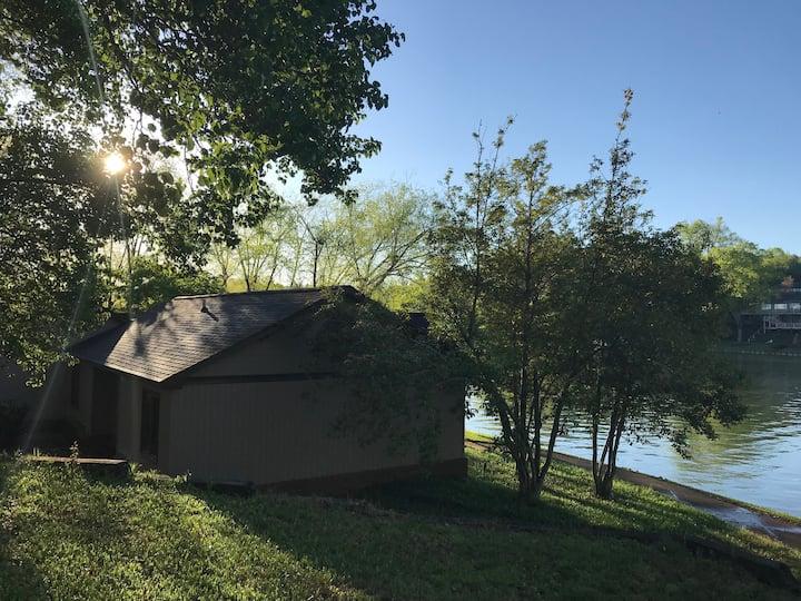 Lake Hickory Retreat Cabin 1A waterfront