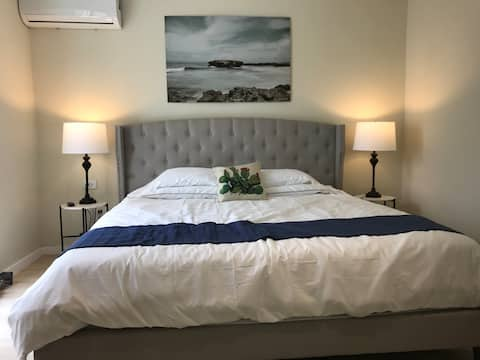 Newly renovated 1 bed. 5 min walk to beach & shops