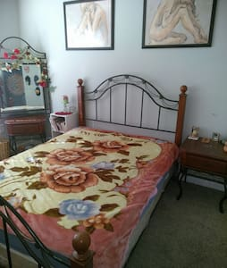 Comfortable room in suburban area - Dacula - Talo