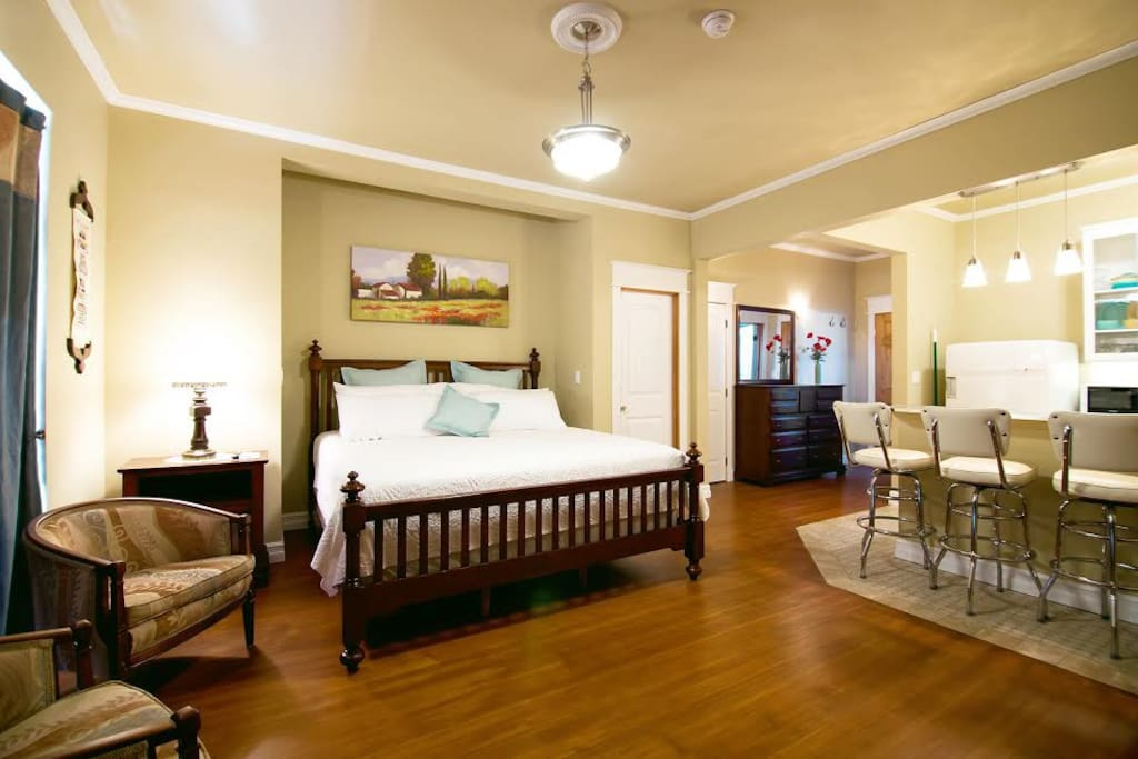 1950's Themed Suite above Winery  Apartments for Rent in Kittitas, Washi