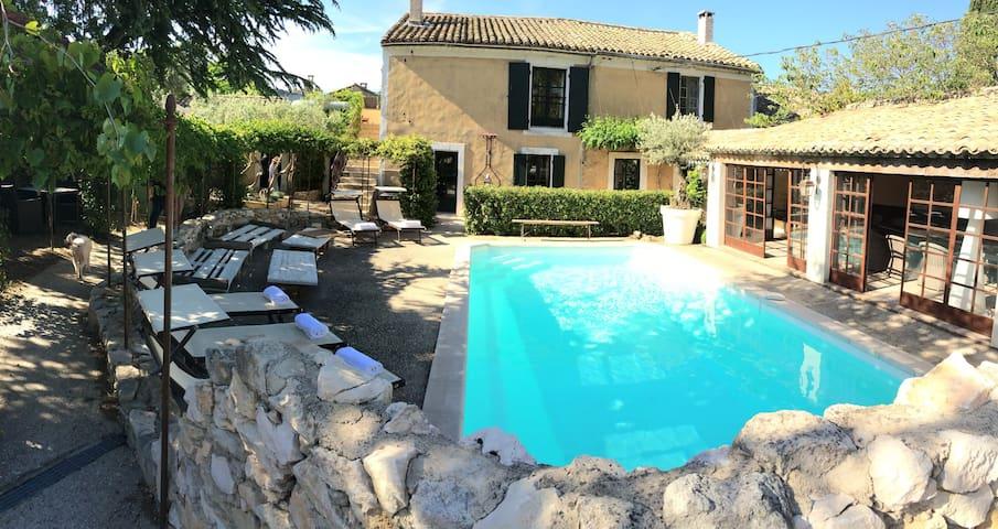 Vacances au Coeur du Village piscine,clim - Eygalières
