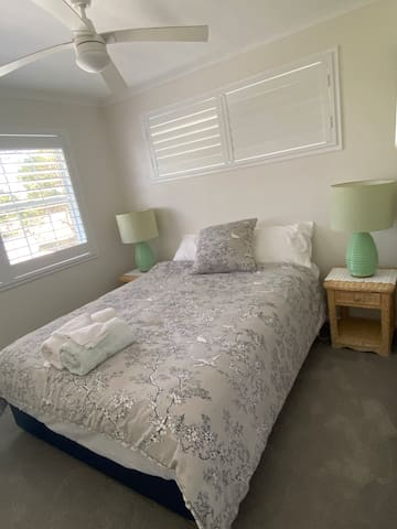 Main bedroom with Queen ensemble