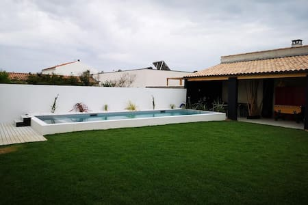 La Rochelle: grande maison avec piscine