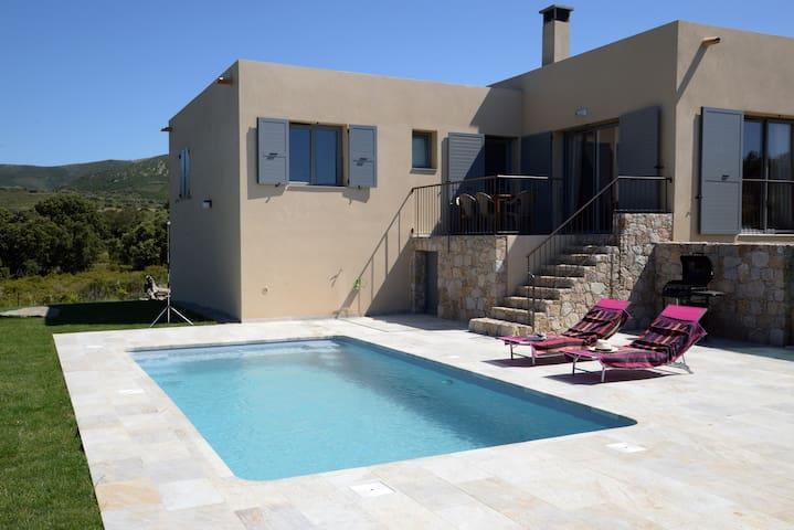 Casa Sicreta, villa climatisée avec piscine,Lozari - Palasca