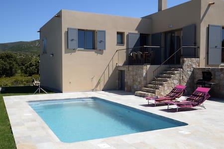 Casa Sicreta, villa climatisée avec piscine,Lozari - Palasca - Вилла