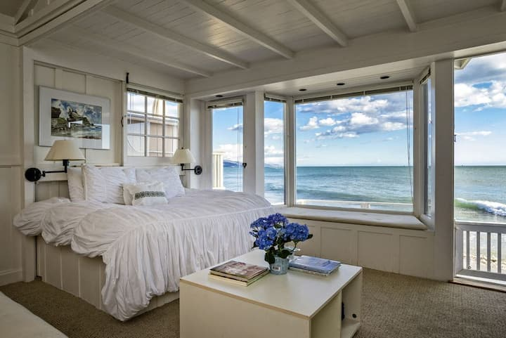 Romantic oceanfront studio with private deck!