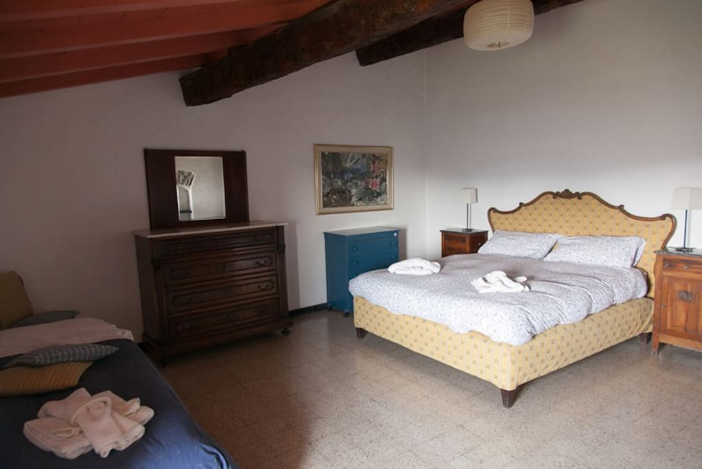 Appartamento in agriturismo v agriturismi in affitto a for Piani camera da letto del primo piano