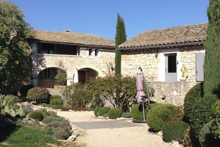 Chambre d'hôtes dans propriété de charme - Cornillon