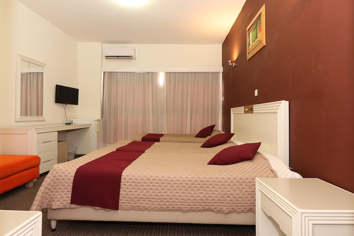 Paphos Kings Hotel -Trible Room