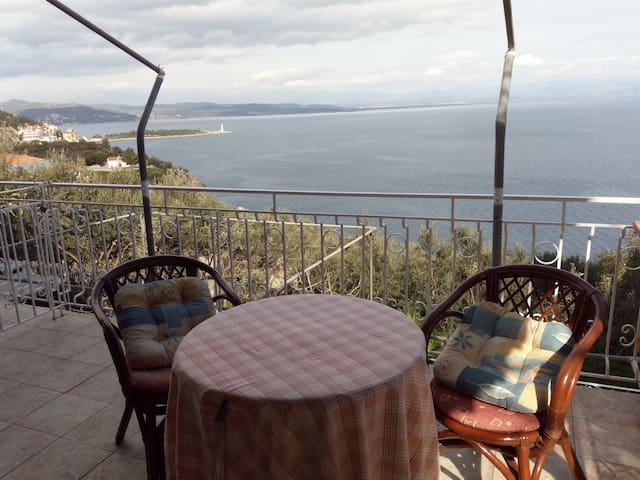 George & Ginas Home With Sea View (No 2)