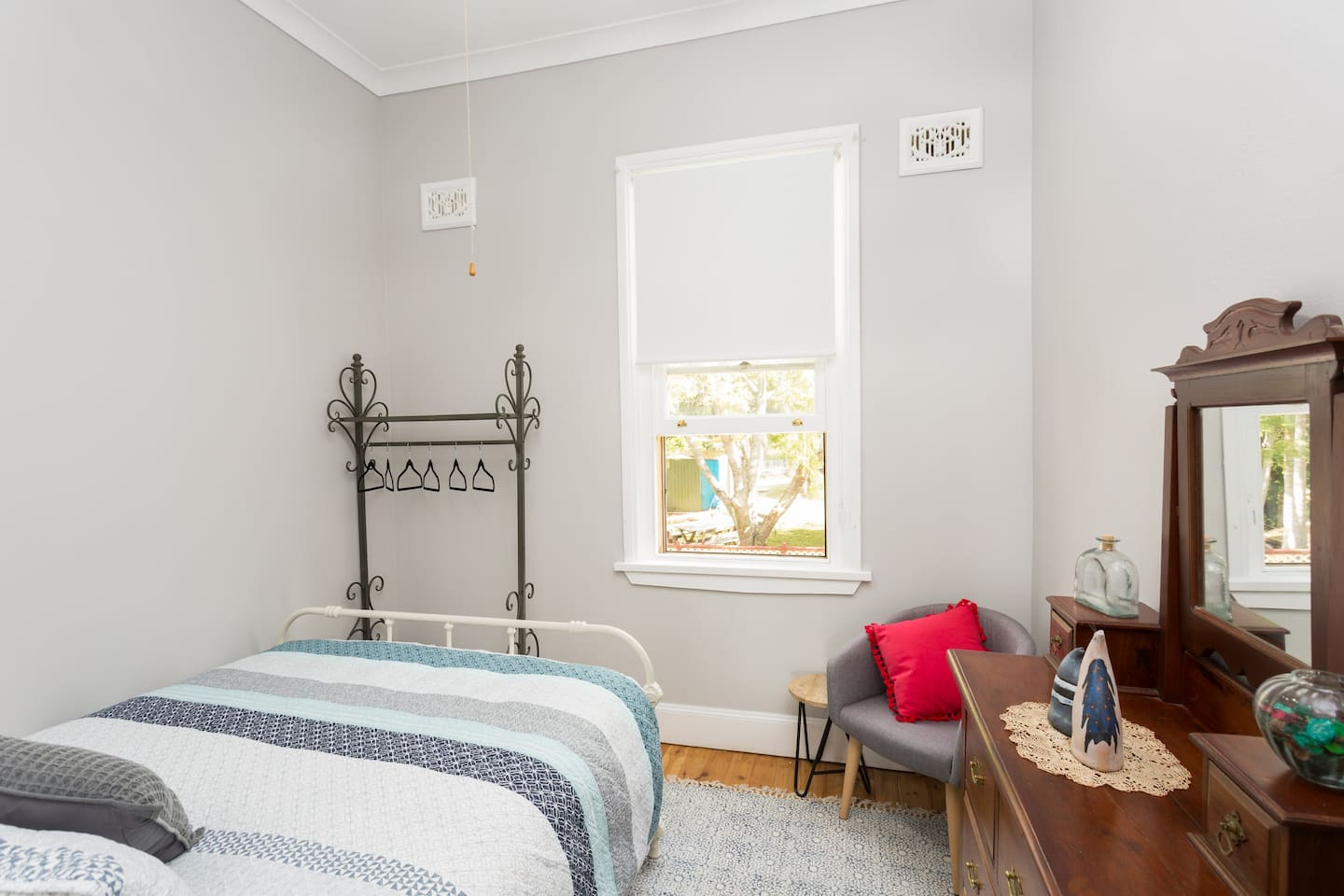 Cedar Room - Reminiscent of a cosy country cottage, with a large window to take in the view and a luxurious iron-framed queen bed, this room is perfect for a couple of nights to sneak away from it all, or perhaps a stop-over on your way through.