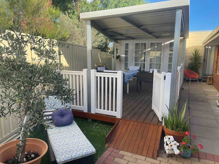 Cozy and homey granny-flat in Swan Valley