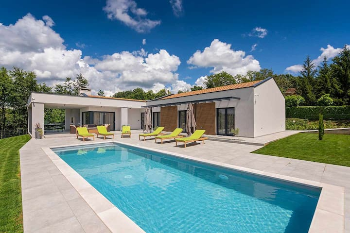 Villa Lara Gracisce with pool suited for 8 people
