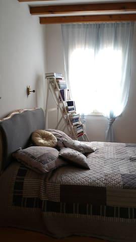 Jolie chambre, bastide médiévale - Castelsagrat - Dom