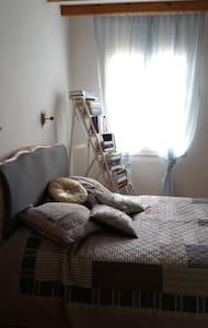 Jolie chambre, bastide médiévale - Castelsagrat