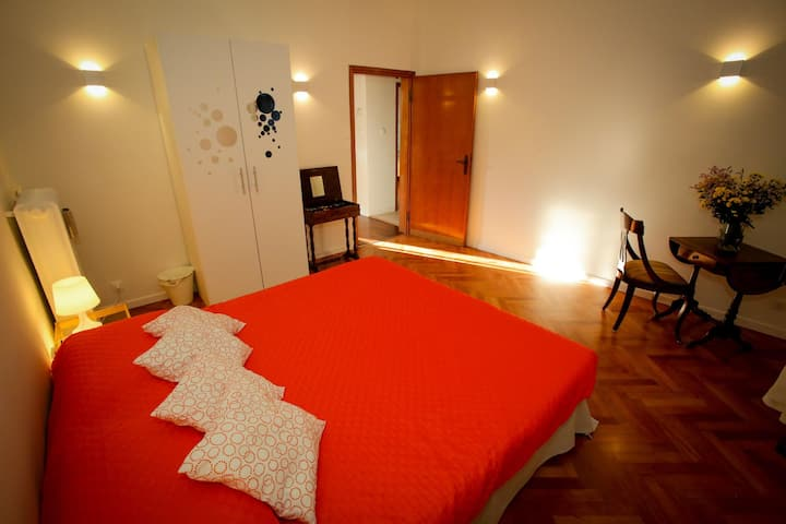 Orangine room for two with breakfast and wifi