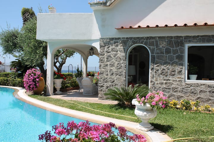 Exclusive Villa with private pool and garden