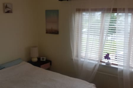 Cosy ensuite bedroom-9min from the Airport - Swords - Haus