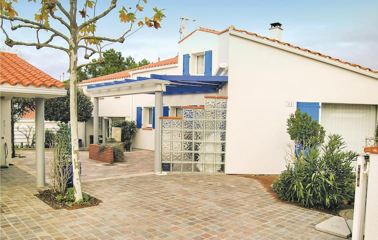 Holiday cottage with 4 bedrooms on 110m² in La Tranche sur Mer