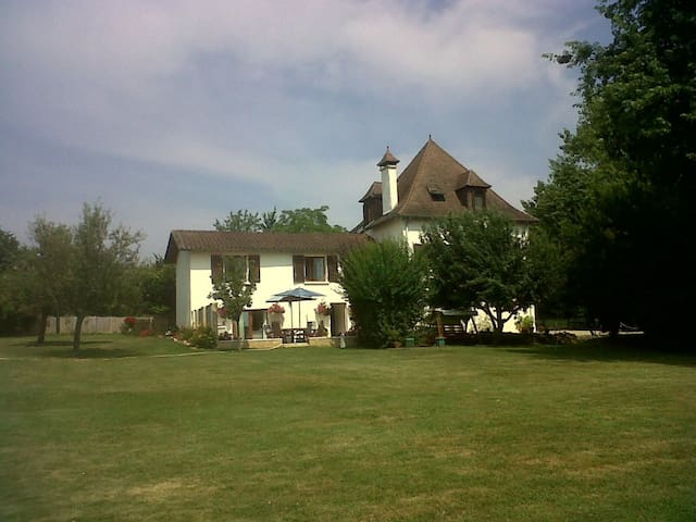 Le Crouzet Poppy Suite - Cendrieux - Bed & Breakfast