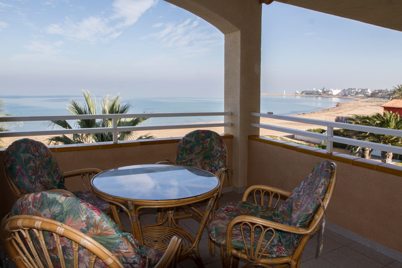 Terraza con espectacular vista a la bahía.