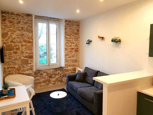 Stylish 1 bedroom in the heart of Old Town Antibes