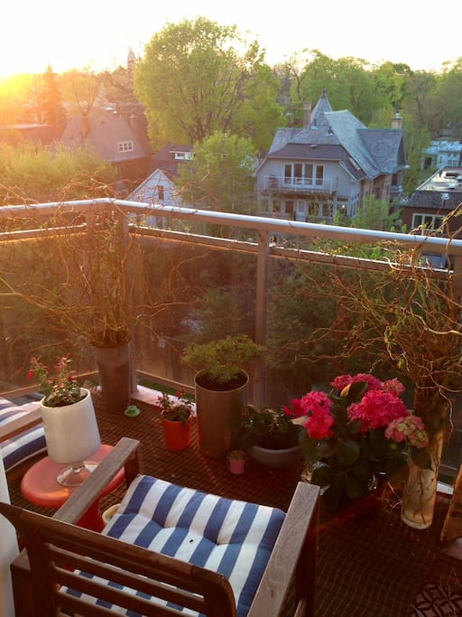 Relax with a glass of wine on the patio and enjoy the sunset!
