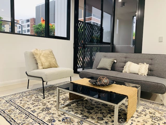 Brand New&Large One bedroom Apartment in Rosebery