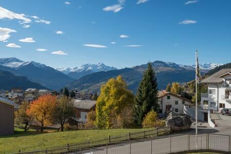 Sonnige Ferienwohnung direkt am Skilift - Falera - Apartemen