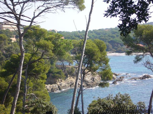 Joli T1 vue mer au coeur du village - Hyères
