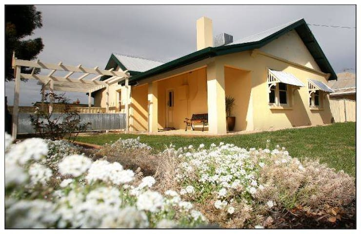 Magnolia Cottage Mildura - Mildura - Casa