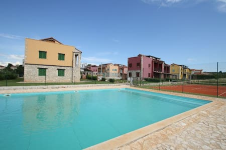 Bernobich with Pool&Tenniscourt - Gedići - Apartment