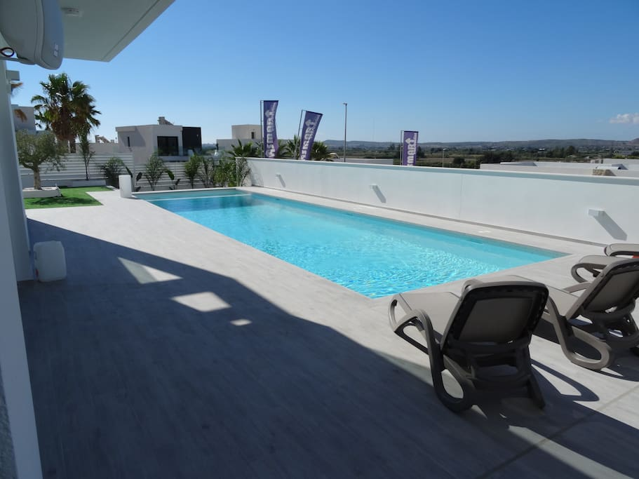Extra large pool of 12m by 4m!