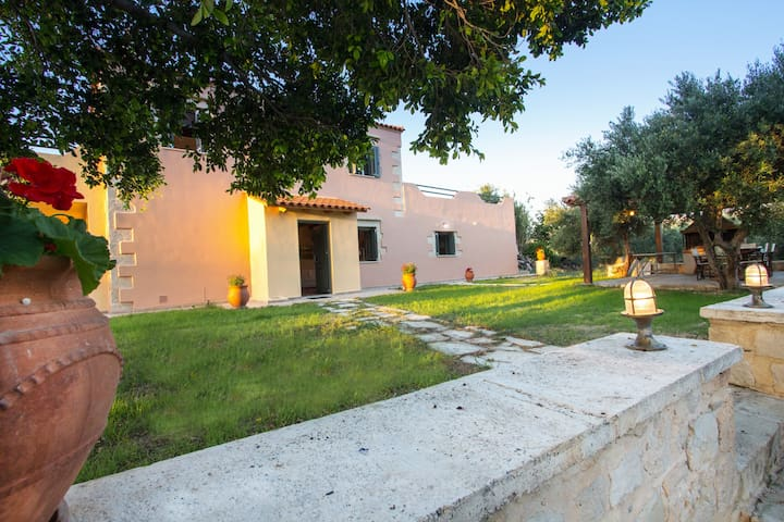 ViIla Manoutsio 500m from the sandy beach - Episkopi - Villa