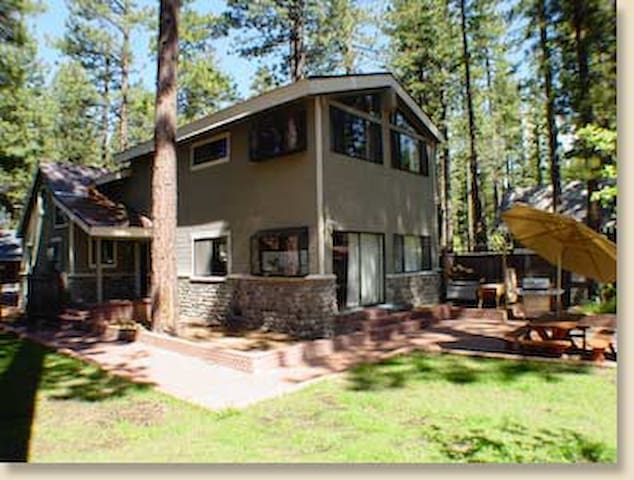 TAHOE FAMILY GETAWAY, 3 BR+ Walk to Lake Sleeps 15