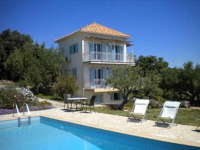 Villa with pool and prime seaview  - Agios Andreas - Huis